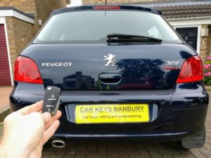 Peugeot 307 all keys lost. new 2 button remote key cut and programmed