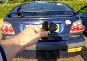 Renault megane 2002 new 1 button key cut and programmed.