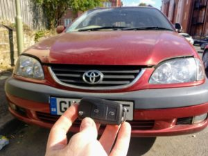 Toyota Avensis 2002 lost all keys. new 2 button key cut and programmed.